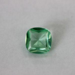 Синтетичен шпинел, 10 х 10 мм, цвят светло зелен