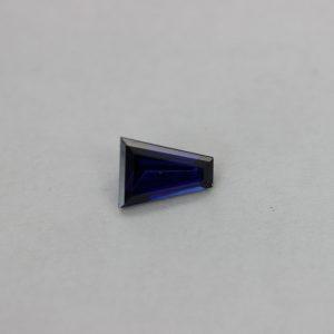 Синтетичен шпинел,форма багет трапец, размер 10х8х3, цвят аметист